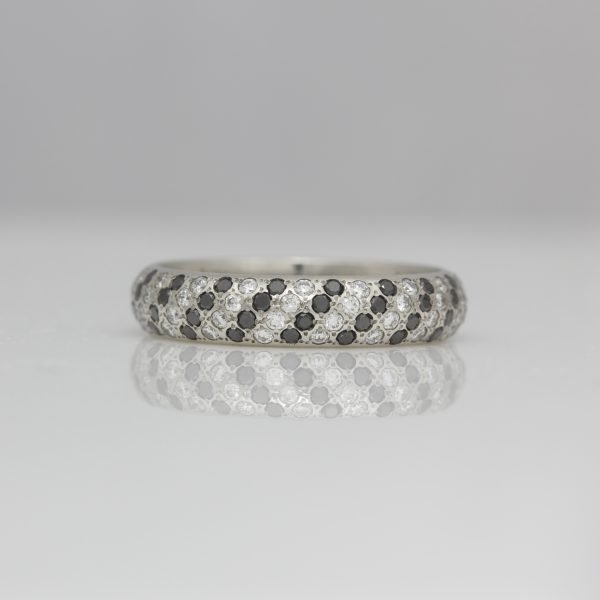 Black & white diagonal stripe ring in platinum