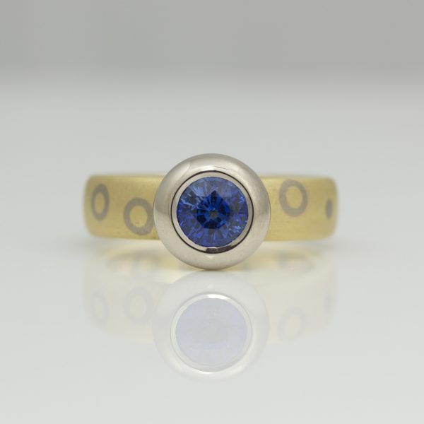 Sapphire rub-over set on chunky 18ct gold ring