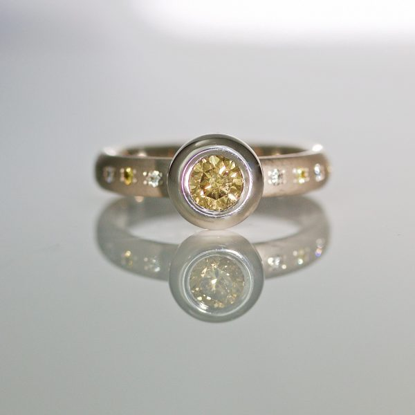 Natural yellow diamond in platinum