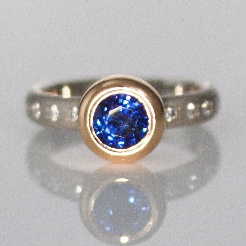 1.2ct vibrant blue sapphire rub-over set in rose gold